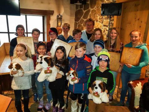 Die stolzen Siegerinnen und Sieger des 43. Gepsi-Slaloms der JO Grindelwald